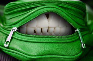 handbag-1558898_1280