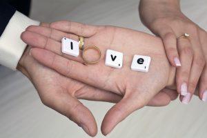 hands-1022212_1280
