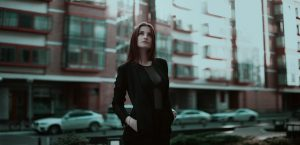 business-lady-1584654_1280