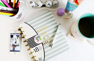 desk-1082044_640
